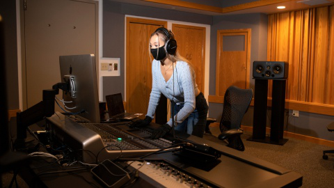 Sami Wurm '22 STands at a computer in a digital recording lab